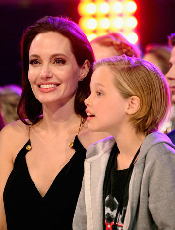 9-angelina-jolie-and-daughter-shiloh